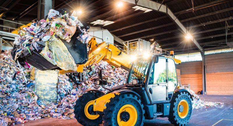 recyclage, déchets, pollution, traitement, recycler, usine, bâtiment, consommation, déchet, poubelle, carburant, concept, conscience, développement durable, tri, tri sélectif, danger, disposer, durabilité, dégradable, efficient, empilée, environnement, écologie, gestion, fourche télescopique, consumérisme, industriel, emballage, intérieur, machine, manier, municipale, mécanique, mêlée, odorat, plastique, poubelles, produit, recueillir, site, surpopulation, séparation, technologie, toxique, usage, plastiques, papier, vert