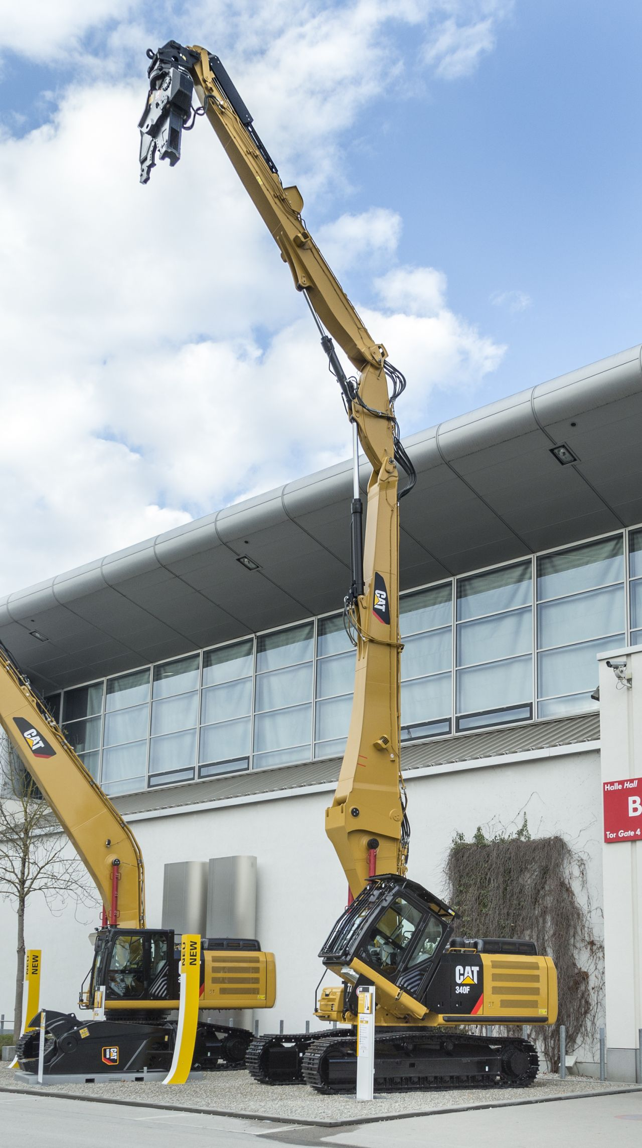 New High Reach Demolition Excavator From Cat Unveiled At Bauma Waste Management World